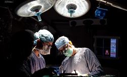 UW Health brain tumor surgery: Two surgeons in surgery