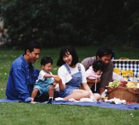 Family picnicking; Registered dietitians at UW Health can help guide individuals to better heart health