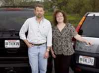 Jay Deppe and Roni Lawrence with their Donate Life license plates