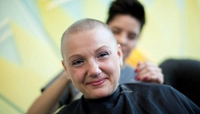 UW Carbone Cancer Center Shave to Save: Nurse Kristin Ferguson gets her head shaved