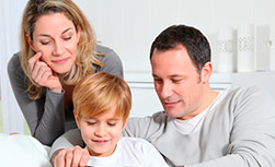 American Family Children's Hospital diabetes apps and gadgets: Family looking at smart phone