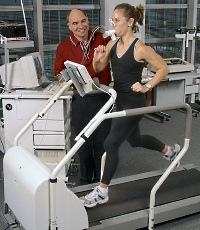 UW Health exercise science manager Randy Clark, putting an athlete through an endurance test.