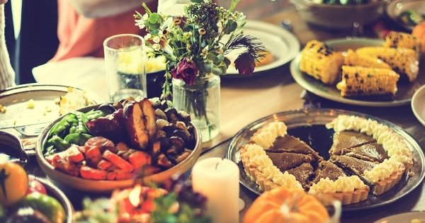 UW Health psychologist Shilagh Mirgain explains how mindful eating can help prevent holiday weight gain