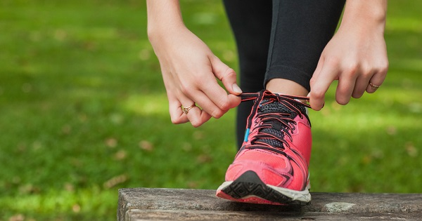 Tying Shoe: Training habits and running form matter more than the brand of running shoe