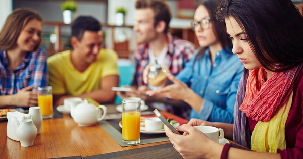 Diners on their phone; Taking a technology break can benefit your health