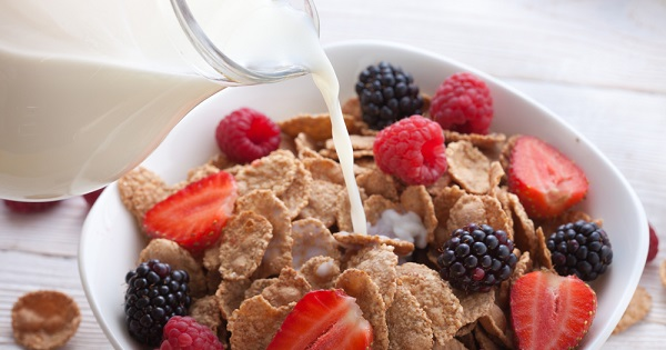 UW Health dietitians offer suggestions for building a heart-healthy breakfast.