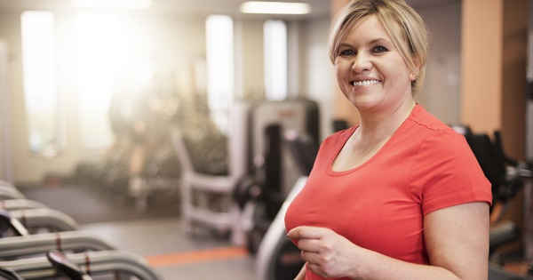 Woman in gym; Tips for fitting in exercise during the holidays