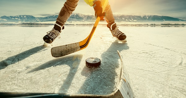 Hockey player: A strong core can help you play better during winter sports