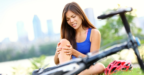 A UW Health sports rehabilitation physical therapist offers tips to minimize scarring after surgery or injury