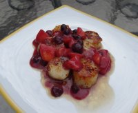 Scallops with Blueberry Peach Mustard Sauce