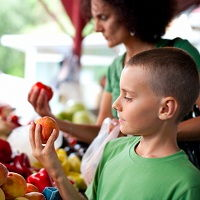 UW Health dietitians share why shopping at your local Farmer's Market is good for your health