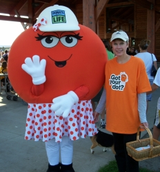Dottie Donor Dot and a volunteer at a National Kidney Foundation Kidney Walk